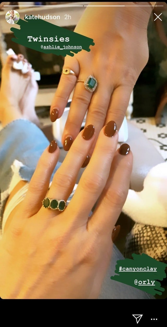 kate hudson brown nails