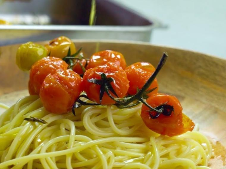 Pasta with Roasted Tomatoes / Μακαρονάδα με ντοματίνια