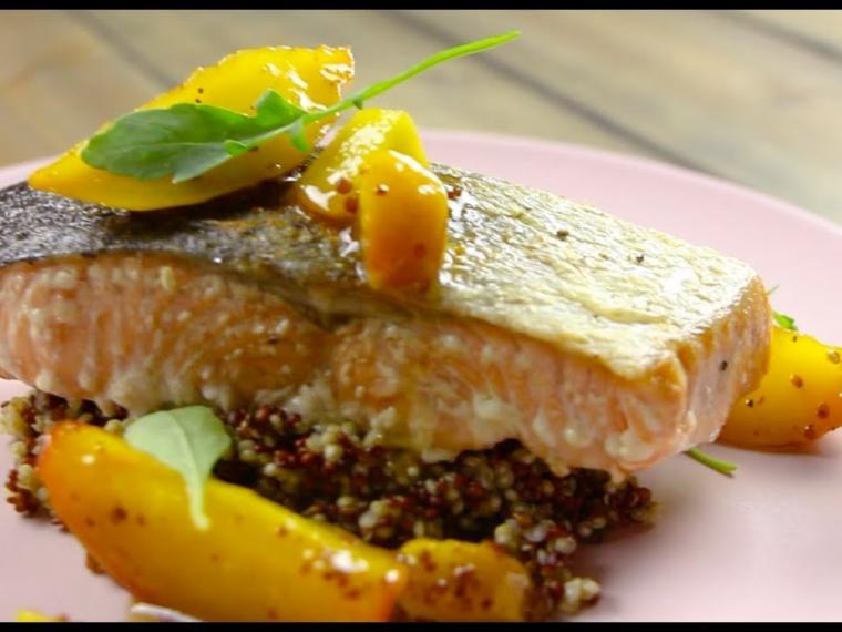 Salmon with peaches and quinoa / Σολομός με ροδάκινο και κινόα