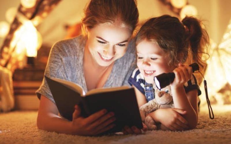 Πώς θα κάνεις το παιδί σου να αγαπήσει την ανάγνωση βιβλίων